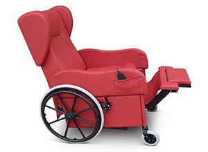 Caratteristiche poltrona per disabili e anziani ruote grandi