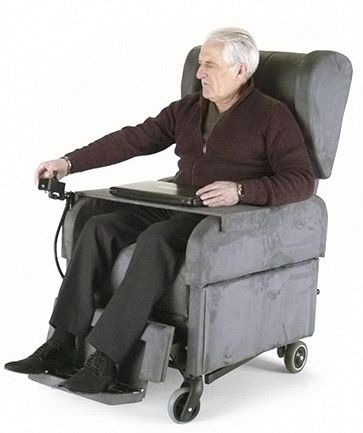 Poltrone Per Disabili Con Ruote.Poltrona Per Disabili E Anziani Con Ruote Grandi